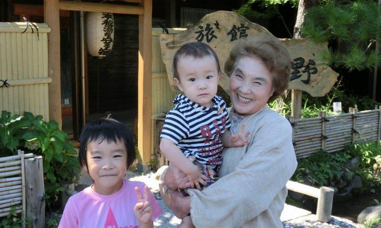 子ども連れ歓迎の温泉宿、信州高山温泉郷「旅館わらび野」宿泊券が当たる!