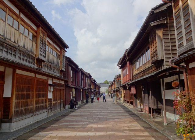 古都といえば京都? それとも金沢? ママたちが旅してみたいのはどっち?