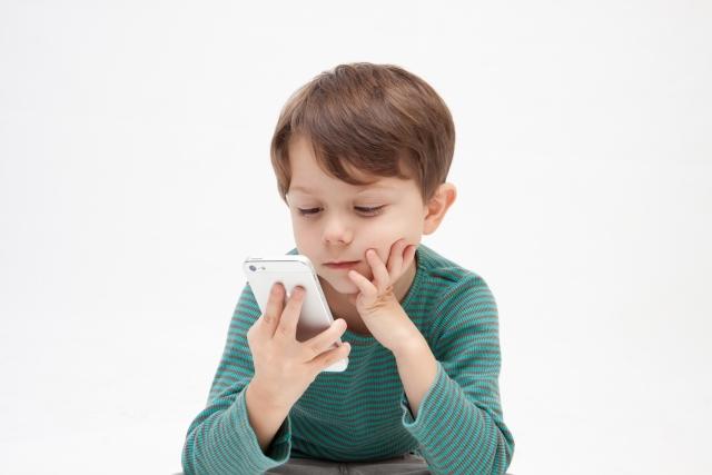 ゲーム? 動画? 子どもたちはスマホを使って何してるの?
