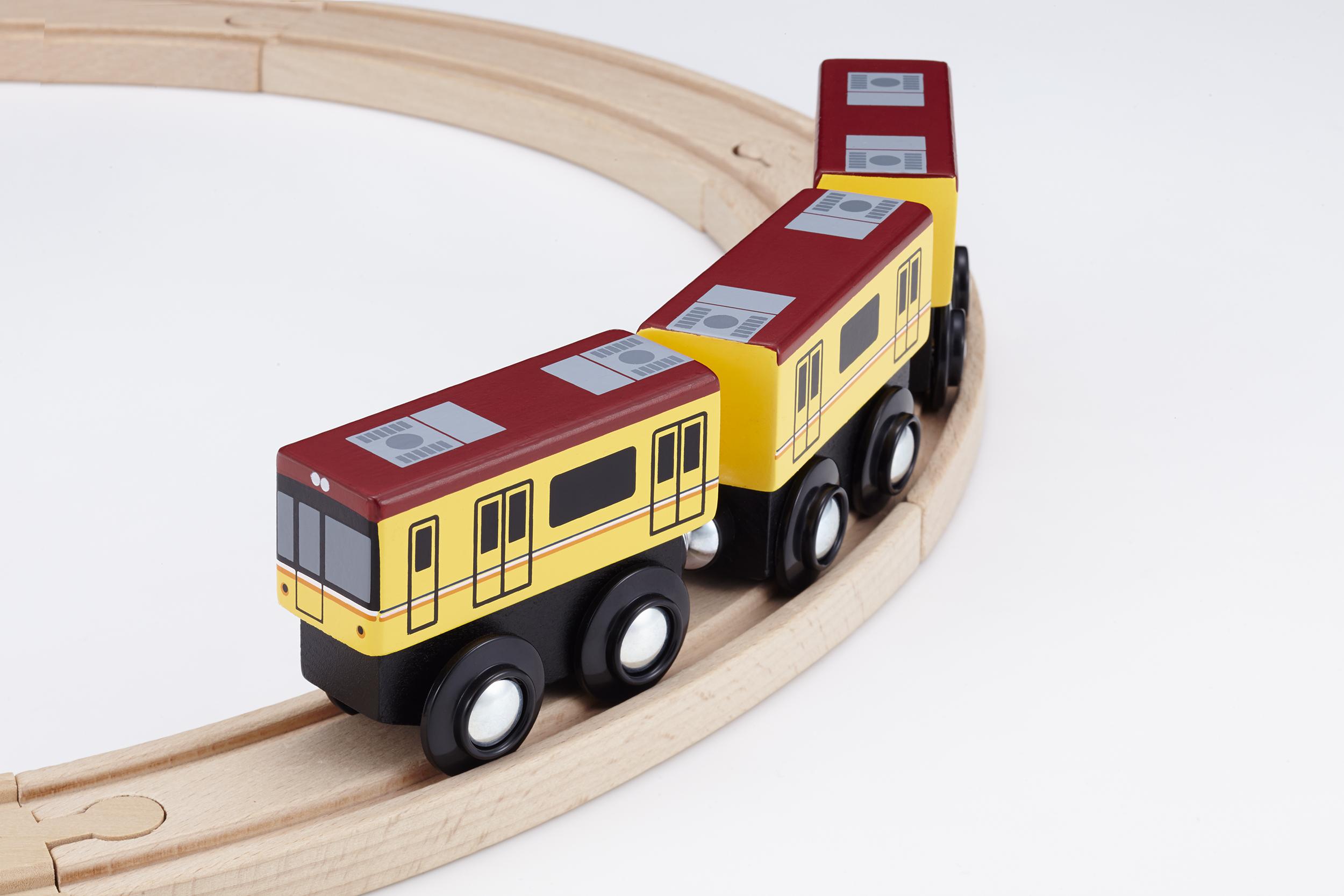 プレゼント!木のぬくもりがあたたかい、手のひらサイズの鉄道おもちゃ「moku TRAIN 東京メトロ銀座線1000系」